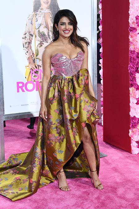 Складки и объемная юбка: как Приянка Чопра подогревает слухи о своей беременности Звезды / Звездные пары