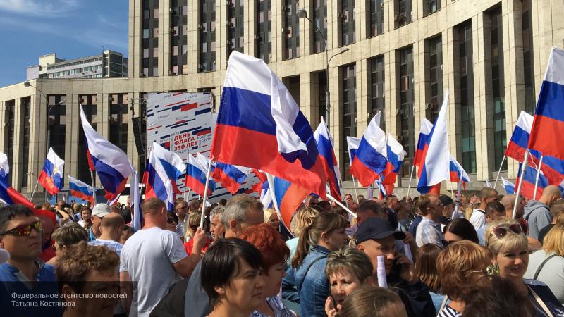 Начальник охраны Ельцина рассказал о первом Дне флага России