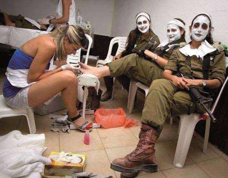 Добрым, женщина в армии картинки прикольные