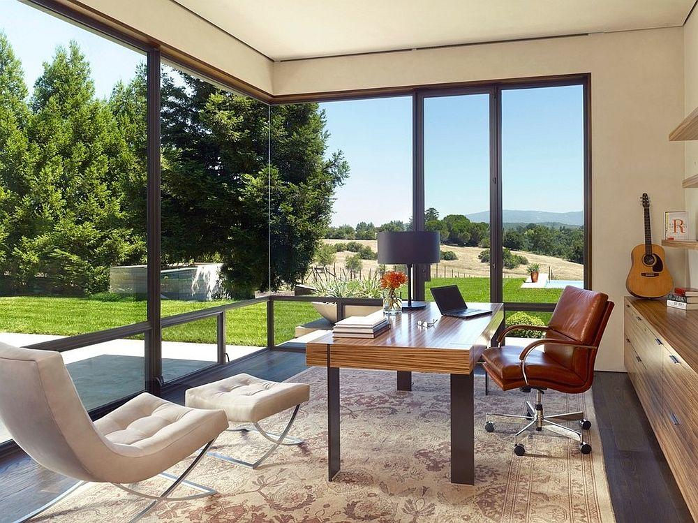 Панорамные окна в домашнем мини-офисе