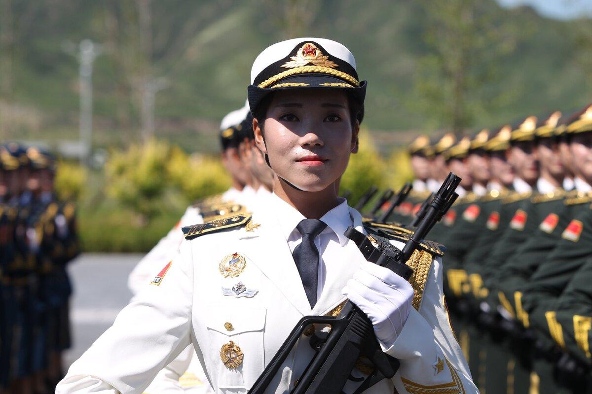 Девушки, служащие в армии Китая