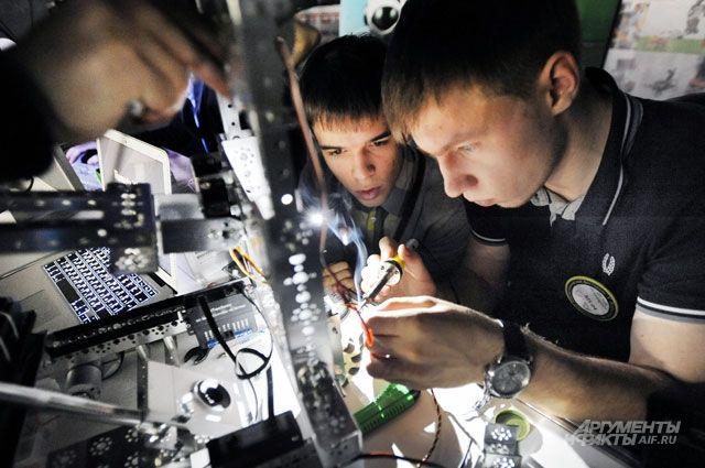 Вкалывают роботы. Как школьники и студенты создают полезные устройства