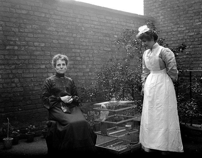 Миссис Диксон и Алиса, Лондон, Англия ХХ век, винтаж, восстановленные фотографии, европа, кусочки истории, путешествия, старые снимки, фото