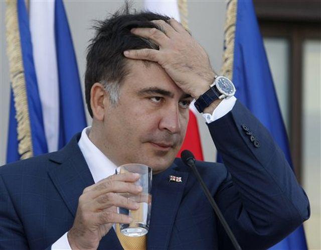 Спасая свою шкуру Саакашвили начал выслуживаться перед Трампом
