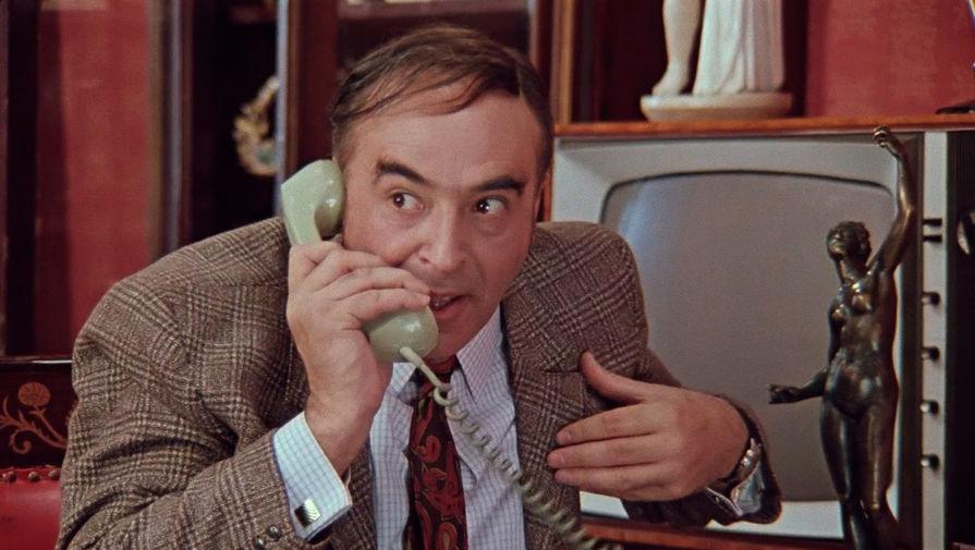 «Звонок не работает, стучите по телефону»