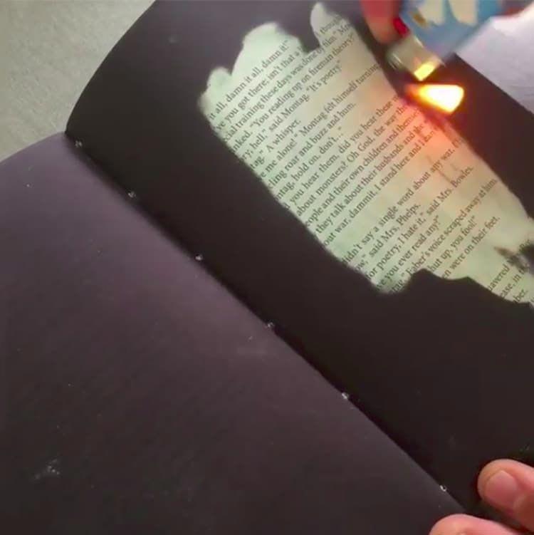 Эту книгу можно прочитать, только если провести огнём по её страницам