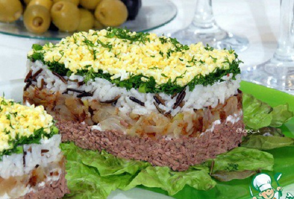 Салат с куриной печенью и рисом — вкусный и красивый салат для любого повода