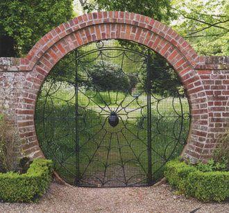 Кованые двери и ворота: подборка креатива