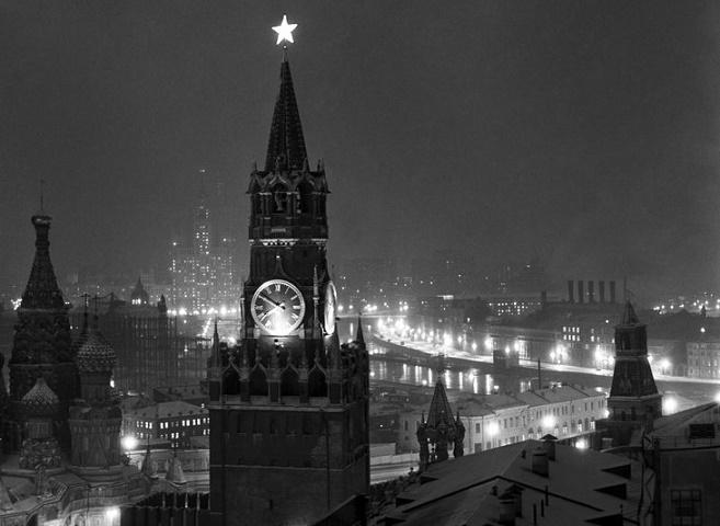 Как на Кремле поменяли орлов на звезды