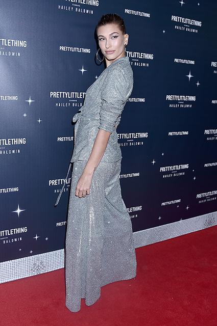 Хейли Болдуин блеснула нарядом и обручальным кольцом на модной презентации звездный стиль, хейли болдуин