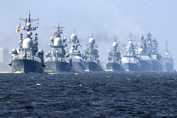 Корабли на параде, картинка Ñ Ñайта rg.ru