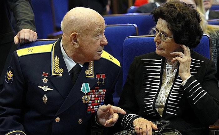 Валентина Гагарина с Алексеем Леоновым на свой 84 день рождения.