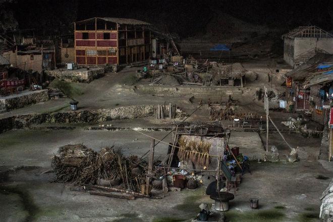 Мяо: племя построило город в глубокой пещере и не собирается выходить