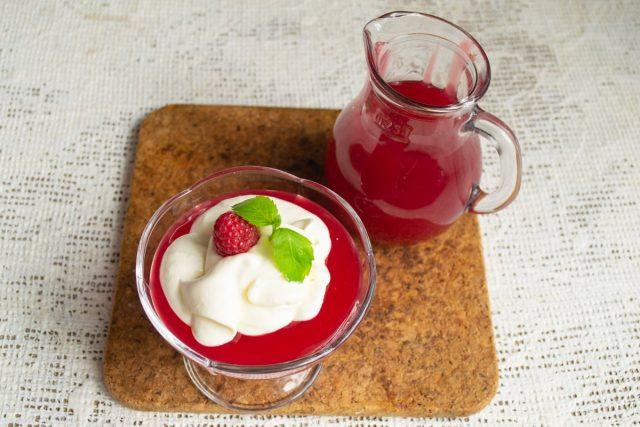 Малиновый кисель со взбитыми сливками — вкусный и простой десерт десерты