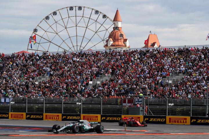 Московские школьники сопровождали спортсменов Формулы-1 в Сочи