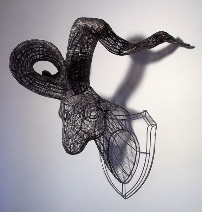 Трофей, выполненный из проволоки. Автор: Roberto Fanari.