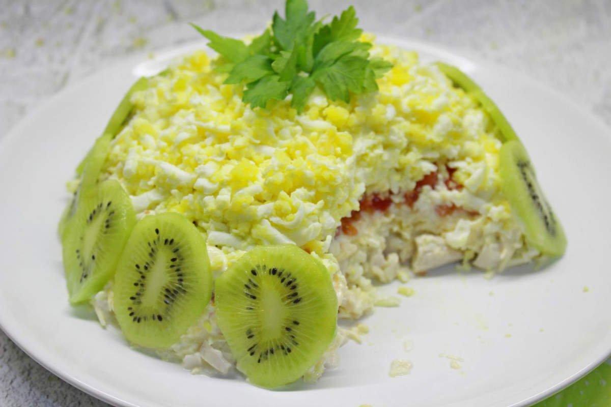 Салат с киви и курицей салаты