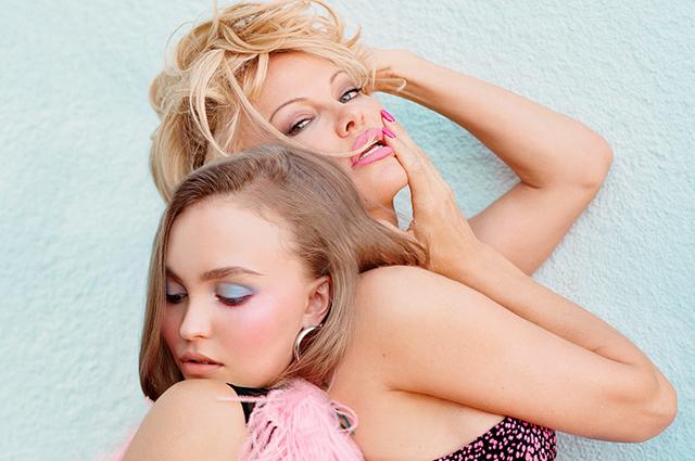 Лили-Роуз Депп снялась топлес в фотосессии с Памелой Андерсон