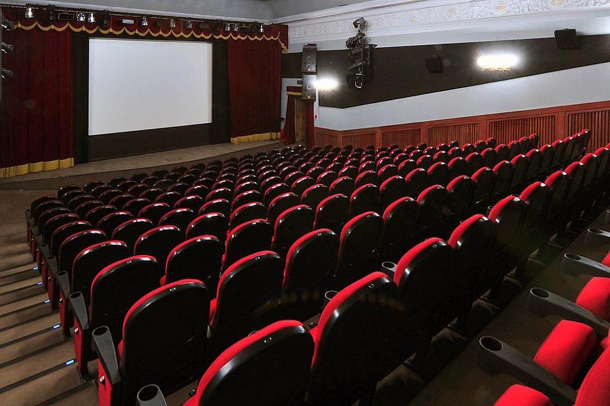 В Москве с 1 августа возобновится показ фильмов и спектаклей