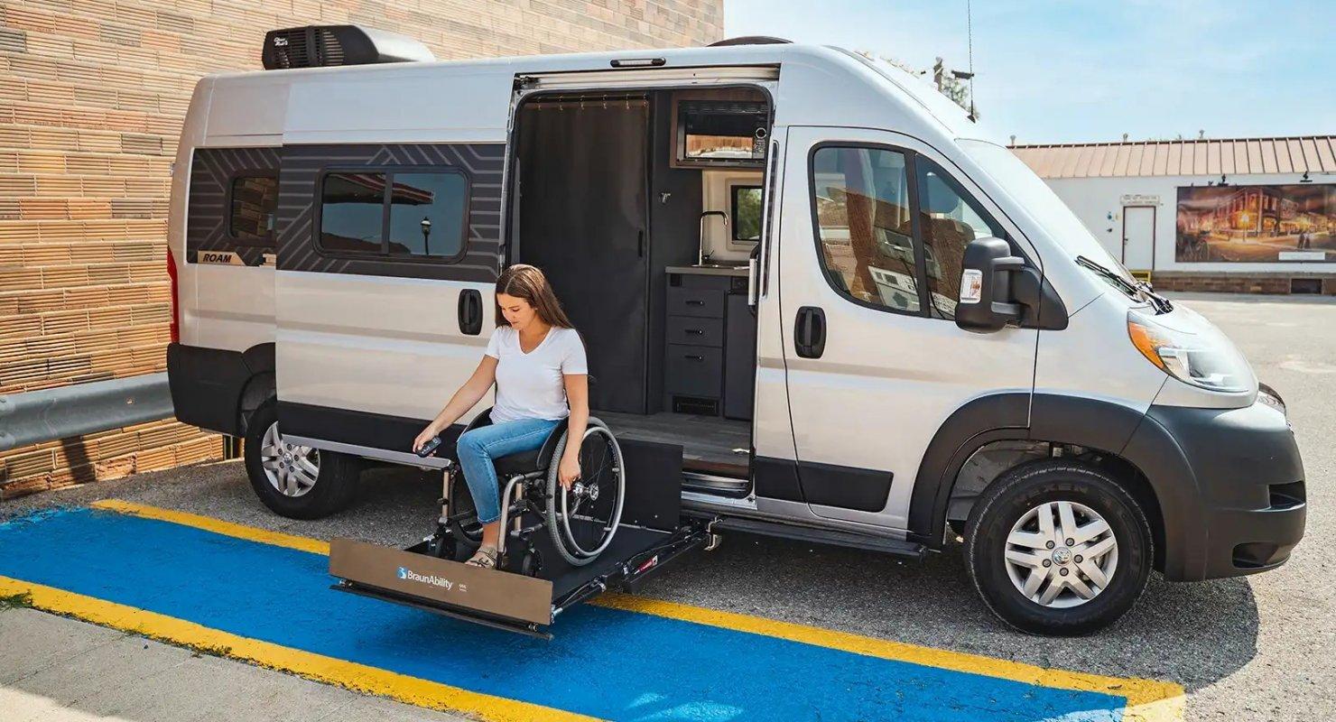 Winnebago Roam представлен как первый фургон бренда для инвалидов-колясочников Автомобили