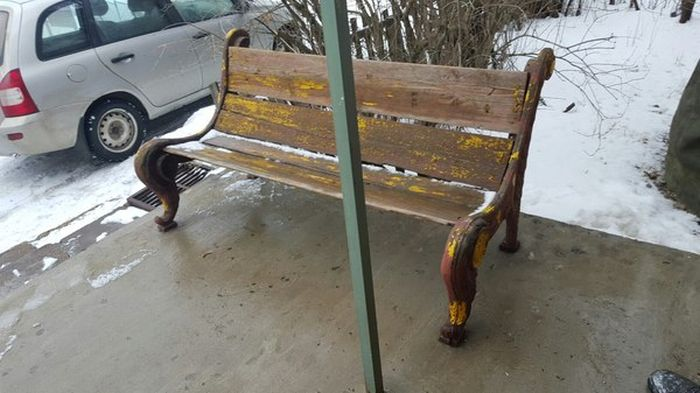 Сюрприз для бабушек или как переделать уличную скамейку своими руками