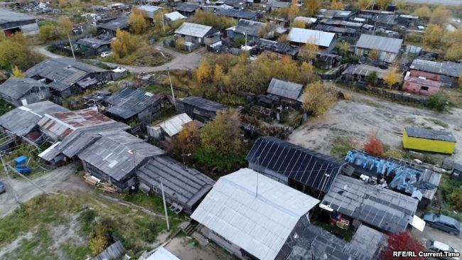 30 лет в бочках и вагонах: в каких условиях живут ударники нефтеиндустрии времен СССР
