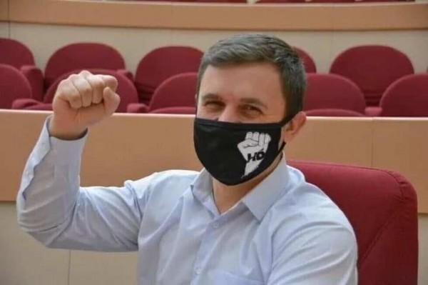 Звезду YouTube, депутата-коммуниста Бондаренко подозревают в незаконном обогащении