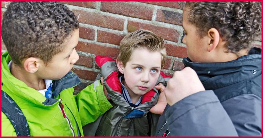 Как понять, что над ребенком издеваются в школе, и что делать, чтобы это предотвратить