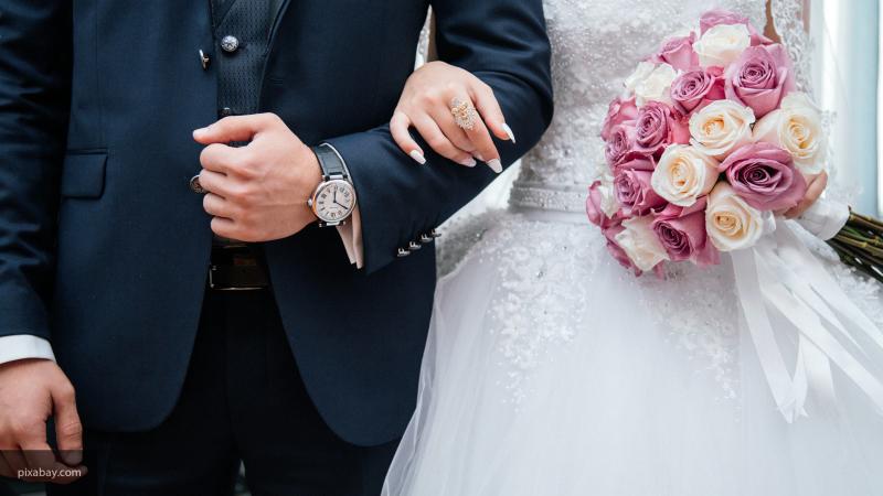 Госдума приняла закон о праве россиян самостоятельно выбирать дату регистрации брака