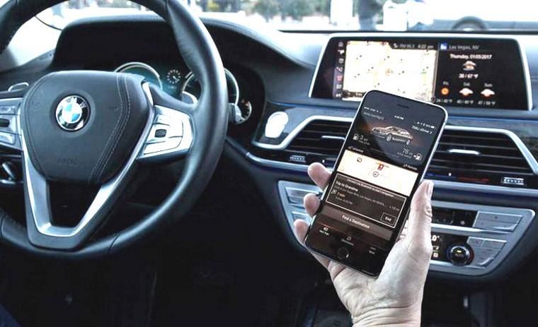 Россиян отучат говорить по телефону за рулем. Это просто