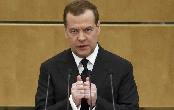 Почему Медведев обвинил свое же правительство в разгильдяйстве? Можно ли реализовать указы Путина