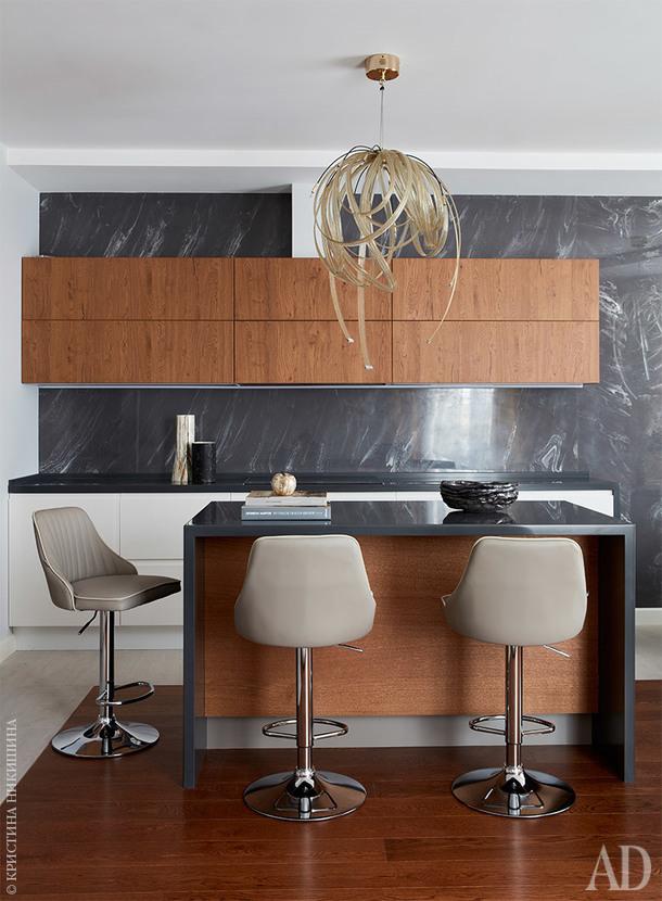 """Фрагмент кухни. Мебель, Arredo3, салон """"Интерни"""". Керамика ручной работы, SavorDesign."""