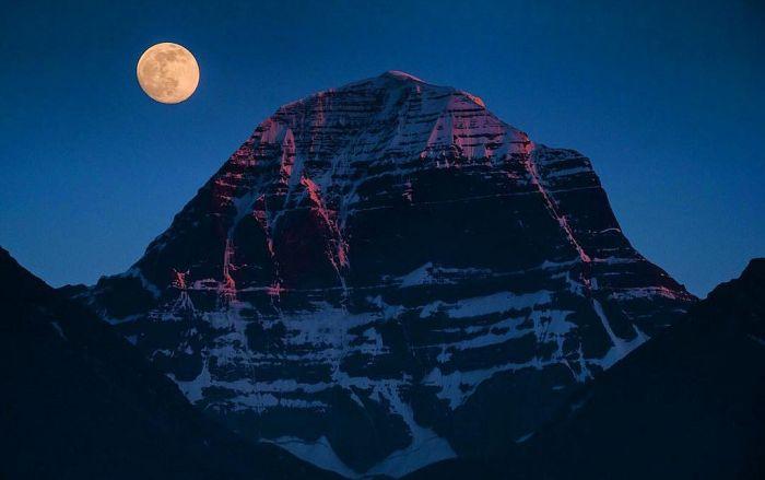 Правда и вымысел о Кайласе - священной вершине Тибета, которую пока так и не удалось покорить