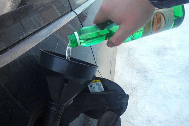 Ацетон в бензобак: хитрость бывалых водителей