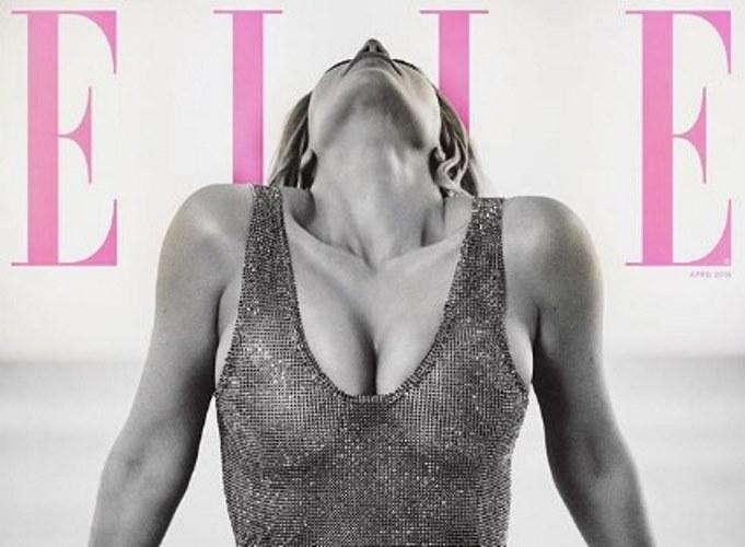 Ким Кардашьян обнажила грудь…