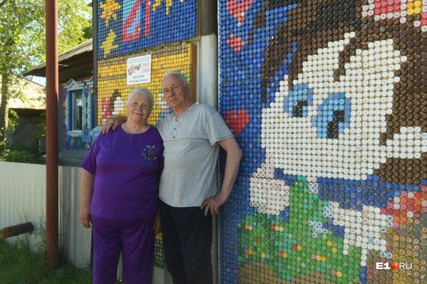 «Пробки присылали даже из Тольятти»: на Урале пенсионеры сделали дом из крышек декор,для дома и дачи