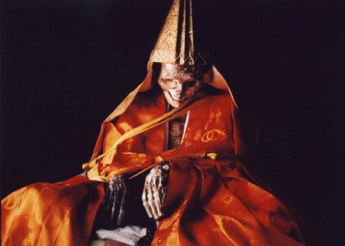 Тело монаха, добровольно превратившегося в мумию