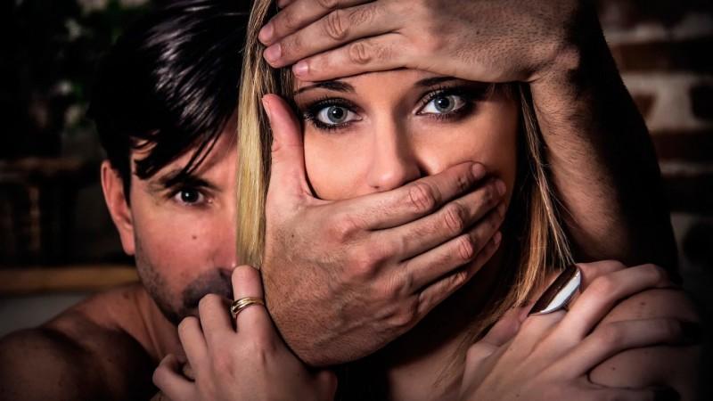 """""""Шок: узнала, что будущий муж изнасиловал в молодости 13-летнюю девочку, но я его люблю…"""""""