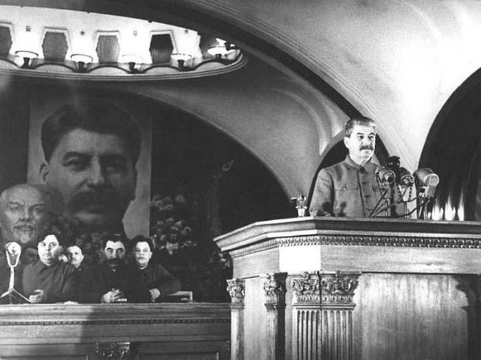 Выступление Сталина в метро 6 ноября 1941 года./Фото: fotocdn.net