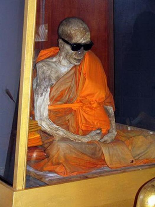 Монах, превратившийся в мумию