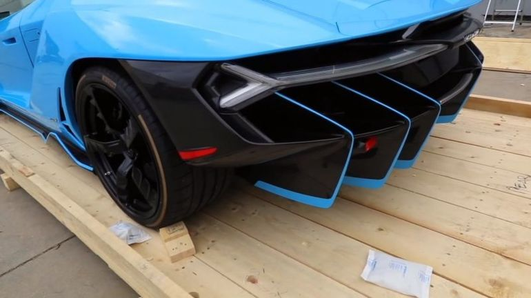 Lamborghini Centenario: как распаковывают новенький суперкар авто,авто и мото,автоновости