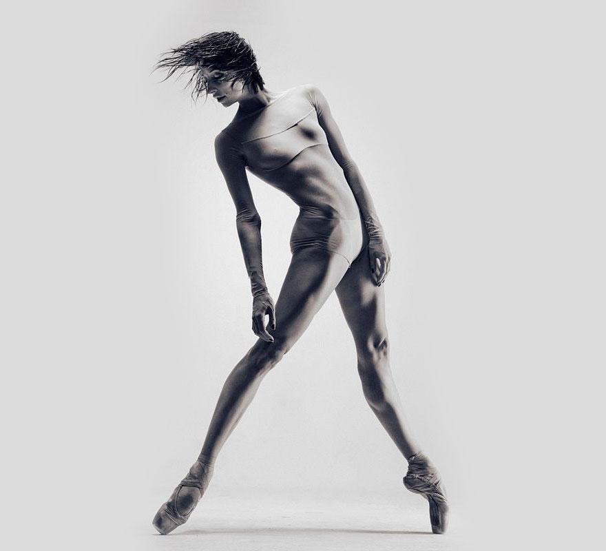 Украинский скульптор попытался фотографировать танцоров, и результат ошеломил всех