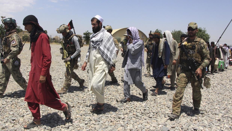 Талибы захватили крупный склад вооружения отрядов сопротивления Афганистана Армия