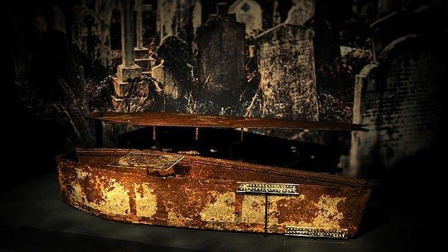 5. Могильник жертв Великой Чумы - Церковь Сент-Брайд, Лондон артефакты, великобритания, мумии, путешественнику на заметку, реликвии, скелеты, старинные, церковь