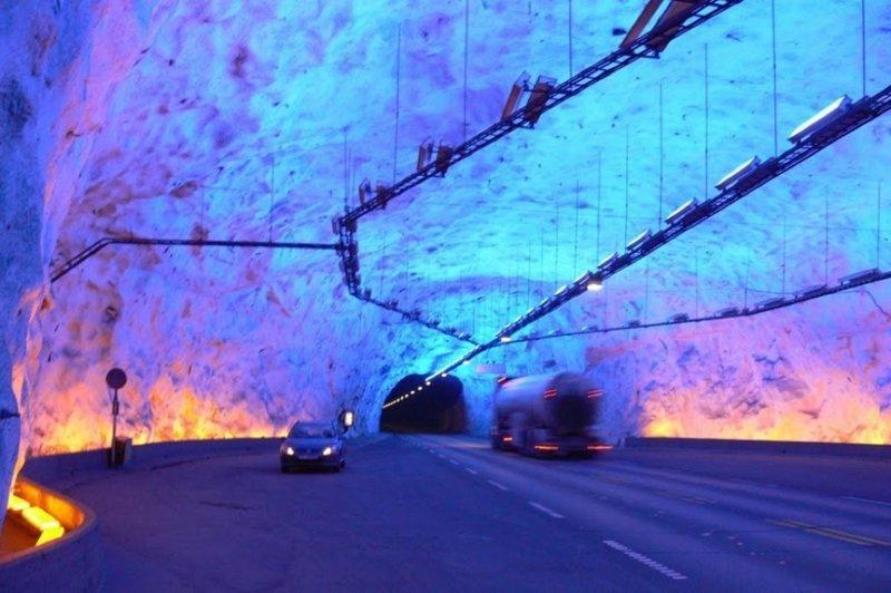 Самый длинный автомобильный тоннель на планете находится в Норвегии, на территории графства Sogn og Fjordane. Протяженность тоннеля Лаэрдаль составляет 24 600 метров, его открытие состоялось в 2000 году интересное, красота, тоннели, удивительное, факты