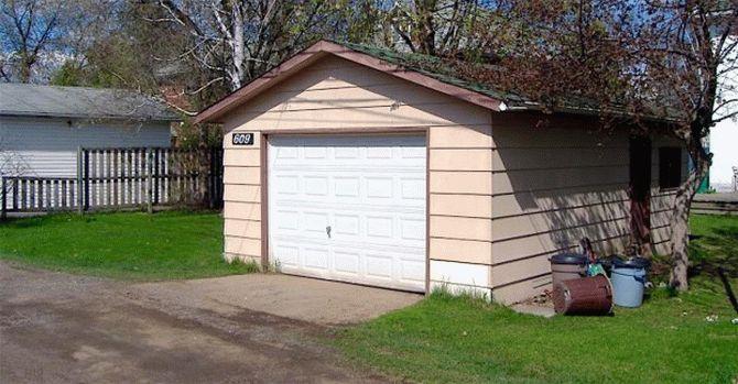 Эта пара живет в гараже 1924 года постройки. Когда они открывают дверь, можно обомлеть…
