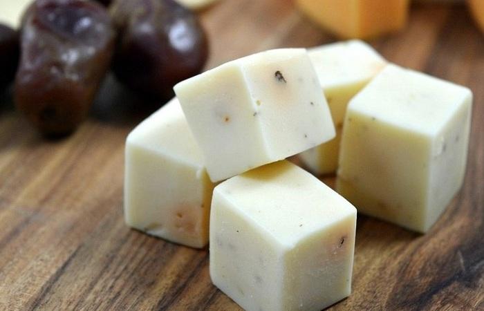 Зачем класть сыр в морозилку: советы бережливых хозяек