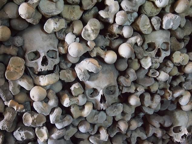 9. Древний оссуарий - Церковь святого Леонарда, Кент артефакты, великобритания, мумии, путешественнику на заметку, реликвии, скелеты, старинные, церковь