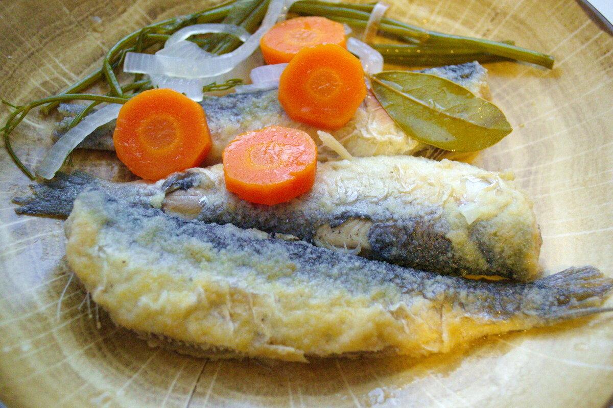 Маринуем жареную рыбу.