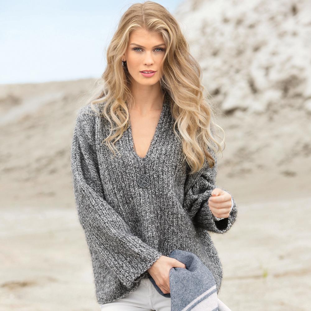 Объемный пуловер спицами